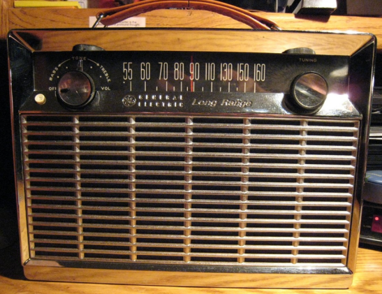 Radio AM General Electric P780